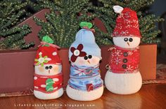 Life At Cobble Hill Farm: Snowmen Made of Socks - Quick and Easy No-Sew Project!