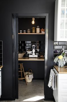 glossy black door, matte black walls Kitchen Interior, New Kitchen, Kitchen Design, Kitchen Decor, Kitchen Pantry, Kitchen Tiles, Country Kitchen, Vintage Kitchen, Pantry Cupboard