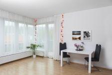 Rozsvícené Bobule podél závěsů. Divider, Loft, Bed, Furniture, Home Decor, Decoration Home, Stream Bed, Room Decor, Lofts