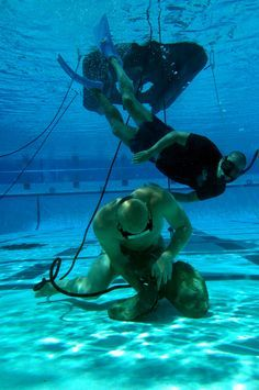 Everything you need to know to pass the Navy SEAL Underwater Knot Tying Test Navy Military, Military Life, Special Ops, Special Forces, Us Navy Seals, My Champion, Art Of Manliness, United States Navy, Thing 1
