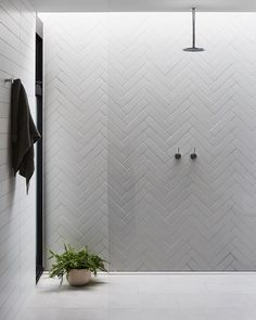 Beautiful tile work - home decorations Beautiful tile . - Beautiful tile work – home decorations Nice tile work # tile work - Minimalist Bathroom Design, Bathroom Interior Design, Bad Inspiration, Bathroom Inspiration, White Herringbone Tile, Chevron Tile, Ideas Baños, Tile Ideas, Decor Ideas