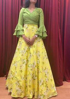 Choli Designs, Blouse Neck Designs, Lehenga Designs, Stylish Blouse Design, Stylish Dress Designs, Stylish Dresses, Designer Blouse Patterns, Dress Patterns, Designer Dresses