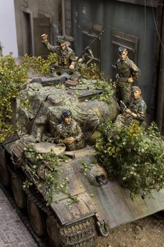 German Panther and crew - Military Models Club Tamiya Model Kits, Tamiya Models, Panther Pictures, Military Action Figures, Tiger Tank, Model Tanks, Military Modelling, Ww2 Tanks, Panzer