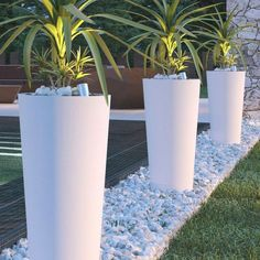 This tall white flower pot for use outside of cm and it is suitable for outdoor use. Backyard Pool Landscaping, Landscaping With Rocks, Front Yard Landscaping, Garden Ideas Driveway, Minimalist Garden, Small Garden Design, Outdoor Gardens, Flower Pots, Cedar Pergola