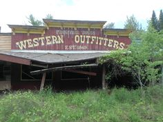 Discover Abandoned Frontier Town in Schroon Lake, New York: This theme park in Upstate New York boomed in the heyday of the Western, but went bust like an old ghost town. Abandoned Buildings, Abandoned Places, Schroon Lake, Planet Coaster, Park In New York, Essex County, Abandoned Amusement Parks, Adirondack Mountains, Lake George