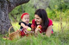 It's important for breastfeeding mothers to eat healthy and nutritious snacks to help support their supply. Here are 8 great suggestions if you're breastfeeding.