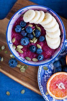 Som jag skrivit tidigare, jag älskar verkligen frukost!! Om man har bra om tid så är det ju helt underbart att få sitta i lugn och ro, äta gott och få en fin start på dagen. Så idag blev det hallongröt :) Idag jobbar jag hemifrån och då brukar jag alltid lyxa till det och ta 20 minut