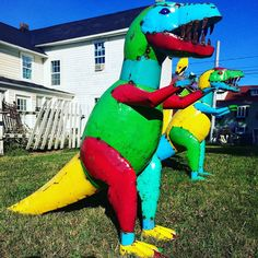 Saw these guys on the way home from PA, hanging out at an antiques dealer in Lucketts, VA. Wish I remembered the name of the place! #dinosaurs #americanna #antiques #luckettsvirginia