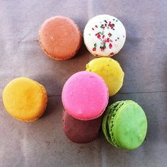 someone get me a box of these... dying to eat them, they're so pretty!