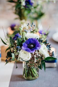 Flower of the month February: anemone Small Flower Arrangements, Silk Floral Arrangements, Small Flowers, Love Flowers, Wedding Table Centerpieces, Flower Centerpieces, Flower Decorations, Wedding Decorations, Anemone Wedding