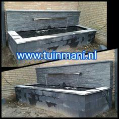 De combinatie van muurblokken (beton), vijverranden (natuursteen), muurstrips (natuursteen), waterval en vijverfolie (EPDM) geeft dit prachtige resultaat. Geplaatst door en verkrijgbaar bij @Tuinmani tuinmani www.tuinmani.nl