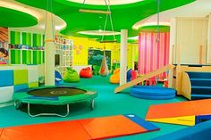 Awesome kids space. I love the ceiling (A LOT)... I like the concept of the room. It's colorful and creative.