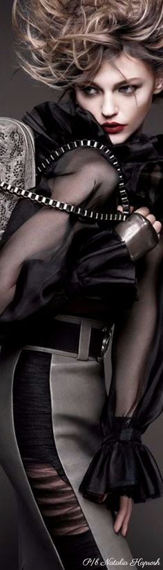 Couture Fashion, Runway Fashion, Womens Fashion, Hilary Rhoda, Sasha Pivovarova, Strike A Pose, Grey Fashion, Black And Grey, Gray