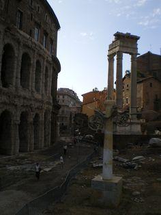 Teatro Marcelo y Columnas del Castor y Polux