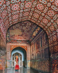 Lahore is one of the most beautiful places in Pakistan. Here's the ultimate guide to the best places to visit in Lahore and the best things to do in Lahore! Pakistan Tourism, Pakistan Travel, Lahore Pakistan, Cool Places To Visit, Places To Travel, Travel Destinations, Romantic Destinations, Amazing Destinations, Saint Germain