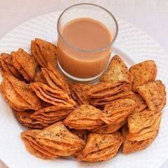 Tikona Nimki Recipe with step by step pictures. How to make tasty, addictive, crunchy and spicy Tikona Nimki snack which is a variation of Namak Paara. Indian Dry Snacks, Indian Food Recipes, Vegetarian Recipes, Cooking Recipes, Veg Recipes Snacks, Diwali Snacks, Diwali Food, Diwali Recipes, Appetizers