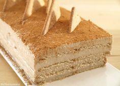 ¡Me encanta la canela!, así que esta tarta es una de mis favoritas. Es una milhoja de galletas de canela y crema de queso con canela deliciosa. No hace falta que mojemos las galletas en leche porque q