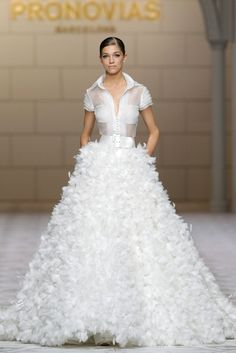 Pronovias Bridal 2015 It's a little Big Bird but there is something about it I like. Pronovias Bridal, Bridal Gowns, Wedding Gowns, Beautiful Gowns, Beautiful Outfits, Bridal 2015, 2015 Fashion Trends, Glamour, Mode Outfits