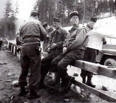 1945. Général Leclerc, commander of the 2nd armored division, discusses with his officers on the road leading to Berchtesgaden and Hitler's eagle nest.