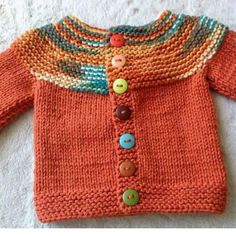 Der neue Haraşo And Straight Knitted Easy Cardigan Made From The Neck . Baby Cardigan Knitting Pattern Free, Kids Knitting Patterns, Knitted Baby Cardigan, Hand Knitted Sweaters, Crochet Baby Booties, Knitting For Kids, Diy Bebe, Easy Model, Green Cardigan