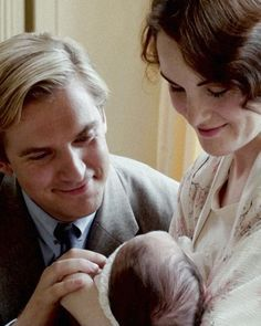 Matthew and Mary Crawley & baby George // BBC Downton Abbey Michelle Dockery, Michelle Obama, Matthew And Mary, Matthew Crawley, Downton Abbey Fashion, Dan Stevens, Lady Mary, Baby George, Period Dramas
