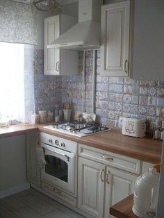 Kitchen tile diy backsplash ideas cabinets 15 ideas for 2019 Kitchen Tile Diy, Kitchen Tiles Design, Kitchen Flooring, Rustic Kitchen, Kitchen Decor, Kitchen Backsplash, Backsplash Ideas, Kitchen White, Stone Backsplash