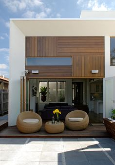 Lofty Living Room by alsoCAN Architects