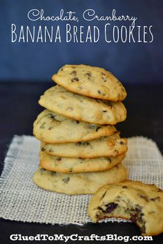 frozen banana recipes Chocolate, Cranberry, Banana Bread Cookies Recipe - This DIY is essentially spruced up banana bread but in a smaller hand-held form! Banana Cookie Recipe, Banana Bread Cookies, Cookie Recipes, Dessert Recipes, Desserts, Frozen Banana Recipes, Banana Bread Recipes, Banana Bread Recipe Frozen Bananas, White Dinner