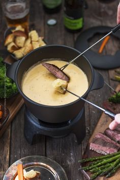 Beer Cheese Fondue Recipe (Delicious & Easy Beer Cheese Fondue Re. - Beer Cheese Fondue Recipe (Delicious & Easy Beer Cheese Fondue Recipe (Delicious & E - The Melting Pot, Melting Pot Recipes, Dips Für Fondue, Fondue Party, Fondue Ideas, Fondue Restaurant, Dinner For One, Krups Prep&cook, Beer Cheese Soups