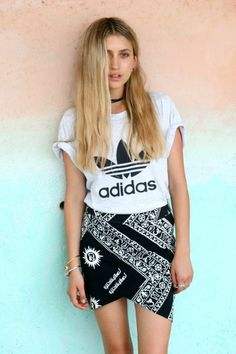 How to wear sportswear to a festival - keep the colours simple and it really works x