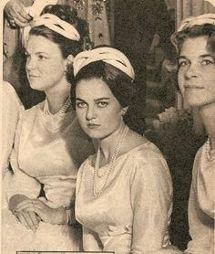 Princesse Irène des Pays-Bas (°1939), Princesse Anne d'Orléans (°1938) et princesse Irène de Grèce (°1942), demoiselles d'honneur au mariage de la princesse Sophie de Grèce et du prince Juan Carlos de Bourbon le 14 mai 1962