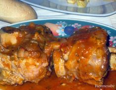 Shank in sauce - Codillo en salsa Pork Recipes, Recipies, Spanish Food, Spanish Recipes, Chicken Wings, Tapas, Menu, American Recipes, Shank