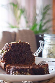 Unser fluffiger Hanf Schoko-Kuchen duftet nicht nur herrlich intensiv nach Zartbitterschokolade, er ist auch gesund 🌱 Das Superfood Hanf versorgt den Körper mit wichtigen Nährstoffen, wie Omega-3 und Omega-6 Fettsäuren und hochwertigen Proteinen 🍯 Omega 3, Superfood, Desserts, Hemp, Healthy Recipes, Chocolate, Dessert Ideas, Health, Tips