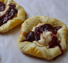 Making fresh pastry is super simple with frozen pastry puff. You don't have to be a pastry chef to master this. Just give that old pastry dough a roll out! Cake Ingredients, Homemade Tacos, Homemade Taco Seasoning, Fish Recipes, Whole Food Recipes, Frozen Pastry, Cream Cheese Pastry, Deserts, Sweets