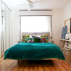 Sometimes it's OK to skimp a bit, but if you're going to invest in a sleeper sofa — especially if you expect to actually sleep on it — it's best to go for high quality. Here are five sources for really nice, comfortable and long lasting sofa beds. Apartment Sofa, Apartment Therapy, Austin Apartment, Apartment Design, Couches For Small Spaces, Quality Sofas, My Living Room, Studio Living, Living Spaces