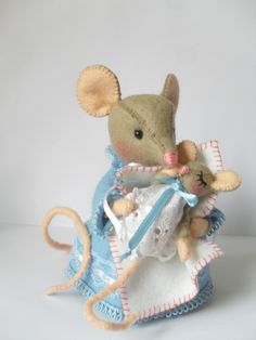 Felt pattern, mice Hunca Munca with a little baby. Pattern to make this