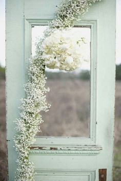 See more about mint wedding flowers, mint weddings and wedding doors. Color Menta, Mint Color, Wedding Mint Green, Vintage Doors, Deco Floral, Floral Design, Rustic Wedding, Chic Wedding, Trendy Wedding