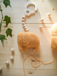Virkattu vauvan lelu, virkattu norsu, virkattu lelu, vaunulelu Diy Crochet And Knitting, Baby Knitting Patterns, Amigurumi Patterns, Crochet Patterns, Baby Art, Diy Projects To Try, Handmade Toys, Baby Love, Diy And Crafts