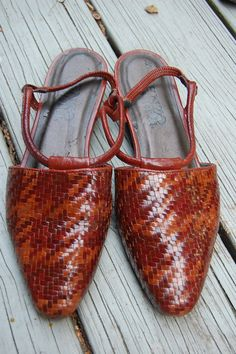 Vintage 80s 90s Enzo Angiolini Two Tone Houndstooth Basket weave Woven Slingback Flats Shoes Size 8.5 Medium by MaidenhairVintage, $36.00