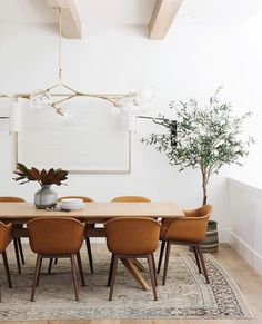 A dining room decor to make your guests feel envy! Grab the best dining room decor ideas to make your dining room design be the best when it comes to modern dining rooms designs. A best of when it comes to interior design ideas. Dining Room Curtains, Dining Room Sets, Dining Room Design, Dining Room Furniture, Design Kitchen, Modern Dining Room Lighting, Chandeliers Modern, Dining Area, Modern Dinning Room Ideas