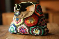 Bolso de ganchillo con flores africanas