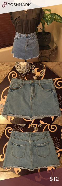 🌻 *NEW* Forever 21 High Waist Jean Mini Skirt 🌻 *NEW* Forever 21 High Waist Mini Skirt 🌻  NEW WITHOUT TAGS, NEVER WORN   Super cute! Classic wardrobe piece.  Distressed look, fringe bottom 13 inches in length  14.5 inches across waist  SIZE 28 EUROPEAN, runs just tad small so it fits SIZE 8, SIZE 10 if you have a small waist Forever 21 Skirts