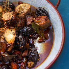 Découvrez la recette Tajine de porc aux pruneaux sur cuisineactuelle.fr.