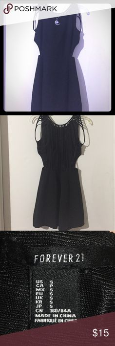 Forever 21 Dress Forever 21 dress with an open back. Lightly used, no defects. Made of 96% polyester, 4% spandex Forever 21 Dresses Mini