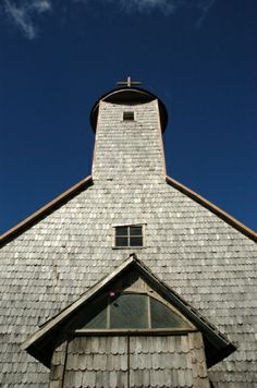 iglesia Caulín, Chiloé Iglesias, Chile, Landscapes, Cabin, Architecture, House Styles, Building, Travel, Home Decor