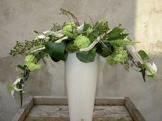 green and white flower arrangement with armature Contemporary Flower Arrangements, White Flower Arrangements, Floral Centerpieces, Art Floral, Deco Floral, Floral Design, Design Art, Ikebana, Church Flowers