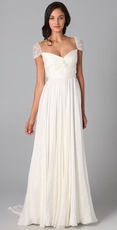 Romantic, simple gown #Treswedding