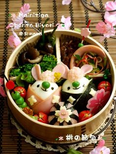 Doll rabbit bento Japanese Food Art, Japanese Lunch Box, Cute Bento Boxes, Bento Box Lunch, Bento Recipes, Bento Ideas, Kawaii Bento, Sushi Art, Creative Food