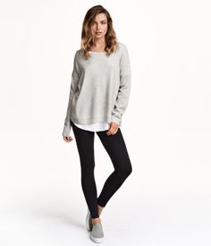 High-waisted leggings in sturdy jersey with decorative seams on the legs and concealed elastication at the waist.