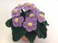 How to crochet an African Violet Knit Or Crochet, Irish Crochet, Crochet Motif, Crochet Doilies, Crochet Flower Tutorial, Crochet Instructions, Crochet Square Patterns, Crochet Flower Patterns, Crochet African Flowers